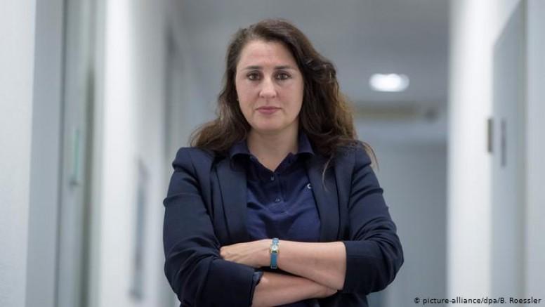 Almanya'da aşırı sağcılardan tehdit alan avukattan para ödülü