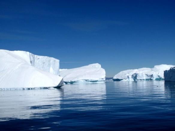 Dünyanın sonu geliyor! Devasa buz örtüsüyle kaplı Grönland bile eridi