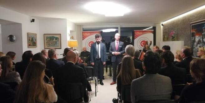 Köln Başkonsolosu Erciyes, konutunda yeni yıl konseri düzenledi