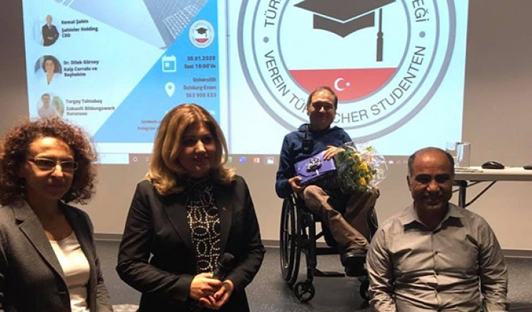 Prof. Dr. Onur Güntürkün'ün Konferansına Büyük İlgi